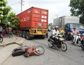 """Xe container """"đại náo"""" đường phố, lao vào nhà dân"""