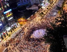"""Những dịch vụ """"hốt bạc"""" ở phố đi bộ Sài Gòn"""