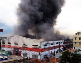 Công ty hóa chất cháy dữ dội, Long An xin chi viện chữa cháy từ TPHCM