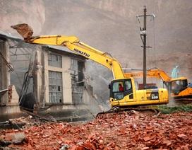 Trung Quốc: Lở đất kinh hoàng chôn vùi 2 nhà máy cùng hàng chục người