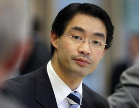 Máy bay chở Phó Thủ tướng Đức gốc Việt nổ lốp