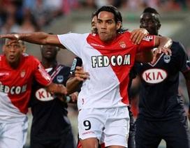 Falcao tỏa sáng, Monaco giành trọn 3 điểm trong ngày đầu ra quân.