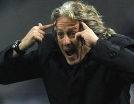 Vì CĐV quá khích, HLV Benfica nổi điên với...cảnh sát