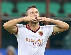 Totti rực sáng, AS Roma nhấn chìm Inter tại San Siro