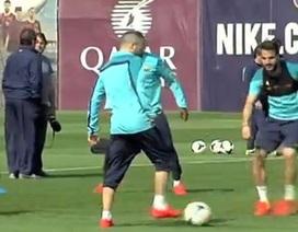 Barcelona gây sốt với 25 đường chuyền trong... 22 giây