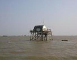 Chìm tàu, gần 40 người rơi xuống biển