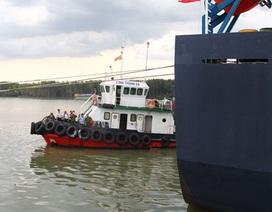 Kinh hoàng giây phút 7 tên cướp biển đi chân đất, mang súng colt tấn công tàu hàng