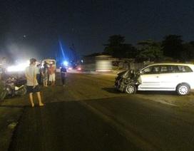 Hàng chục công nhân hoảng loạn vì xe khách bị tông mạnh