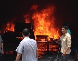 4 công nhân bị bỏng trong vụ cháy xưởng ép nhựa