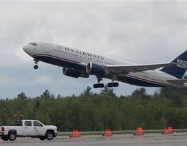"""Mỹ điều chiến đấu cơ hộ tống máy bay chở hành khách có """"bom cấy"""""""