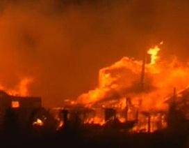 """Bão gây hỏa hoạn, """"nuốt trọn"""" 50 căn nhà ở New York"""