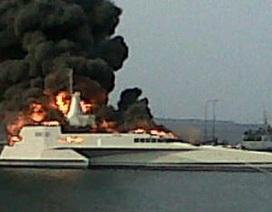 """Hé lộ nguyên nhân thiêu trụi """"siêu chiến hạm"""" Indonesia"""