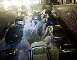 Bão ở Mỹ: Nước biển tràn vào đường tàu điện ngầm New York