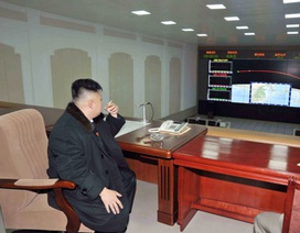Lãnh đạo Triều Tiên hút thuốc mừng vụ phóng tên lửa