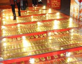 Rải 1 tấn vàng làm đường mừng năm mới