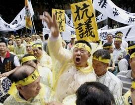 """Đài Loan đốt cờ, tập trận """"giương oai"""" với Philippines"""