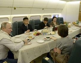 Tổng thống Nga Putin mời người dân lên chuyên cơ ăn tối