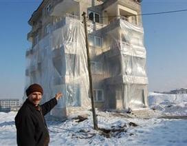 Bọc tòa nhà bằng nylon để tránh rét