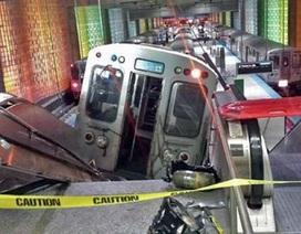 Mỹ: Tàu khách lao lên thang cuốn ở sân bay Chicago