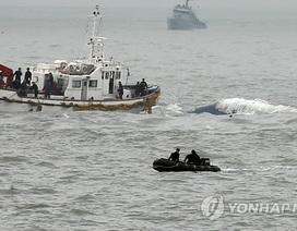 """Thợ lặn Hàn Quốc nhìn thấy """"thi thể"""" bên trong phà đắm"""