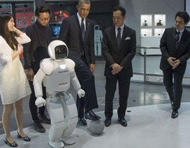 """Obama bị robot Nhật """"thách"""" đấu bóng"""