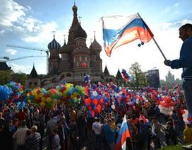 100.000 người Nga tuần hành về Quảng trường Đỏ ủng hộ Putin
