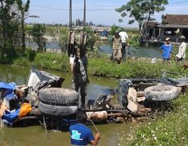 Xe tải chết máy trên đường ray, tài xế nhảy khỏi cabin thoát thân