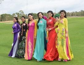 Thí sinh Hoa hậu Việt Nam nền nã trong trong trang phục áo dài