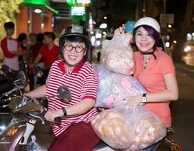 """Thanh Thảo """"khệ nệ"""" ôm bánh mì phát cho người nghèo"""