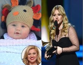 """Kelly Clarkson """"khoe"""" con gái trước khi sang Việt Nam"""