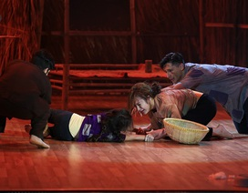 """Rơi nước mắt với bài nhảy """"Xin con đừng bỏ mẹ"""" của Angela Phương Trinh"""