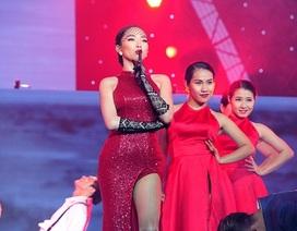 """Vẻ đẹp """"hút hồn"""" của Tóc Tiên trên sân khấu"""