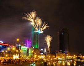 Pháo hoa rực sáng mừng 40 năm đất nước trọn niềm vui