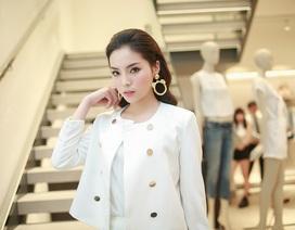 Hoa hậu Kỳ Duyên trẻ trung thanh lịch