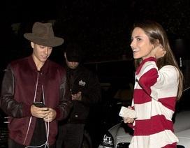 Justin Bieber say nắng gái lạ sau khi nhận phán quyết của tòa án