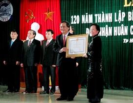 BV Trung ương Huế nhận Huân chương độc lập hạng Nhất lần 2