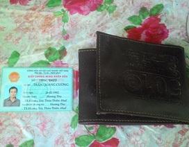 Cháy nhà bỗng phát hiện giấy tờ đã mất nằm trong chiếc ví lạ