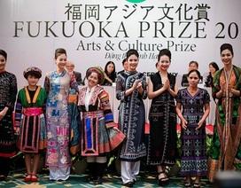 Sự quyến rũ của thổ cẩm qua thời trang của NTK Minh Hạnh