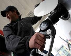Giá dầu xuống gần thấp nhất trong 6 năm