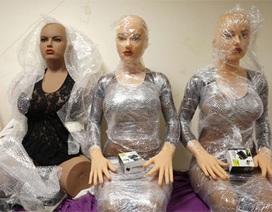 Bên trong xưởng sản xuất búp bê tình dục ở Pháp