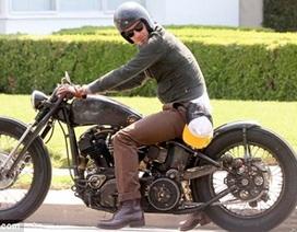 """David Beckham cưỡi mô tô """"thửa"""""""