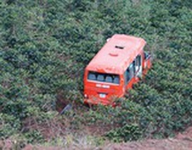 Xe buýt lao xuống vực sâu 100 mét, 1 người chết, 2 người bị thương