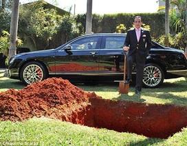 """Đại gia chôn siêu xe Bentley, để """"dùng"""" sau khi chết"""