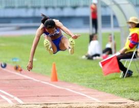 Trần Huệ Hoa lập kỷ lục nội dung nhảy ba bước