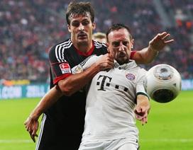 Hòa Leverkusen, Bayern Munich soán ngôi đầu của Dortmund