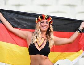 Những nữ CĐV xinh đẹp khoe sắc trên khán đài trận Đức-Ghana