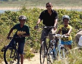 """Tổng thống Mỹ bị """"nhắc nhở"""" vì không đội mũ bảo hiểm"""
