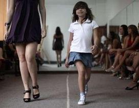 Đột nhập lò đào tạo hoa hậu nhí ở Venezuela