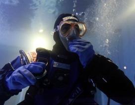 Sống 10 ngày dưới nước