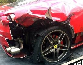 Xe Ferrari nổ lốp khi đang chạy